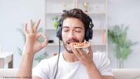 Música alta faz pedir comidas menos saudáveis