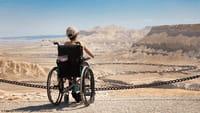 Criada cadeira de rodas controlada pela face