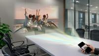 Novo smart da Quantum traz projetor embutido