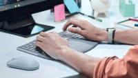 Microsoft lança teclado ergonômico