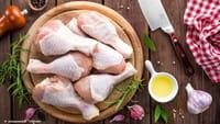 Cientistas recomendam que não se lave frango cru